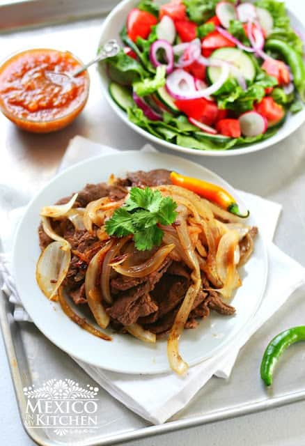 Bistec encebollado | Steak and onions
