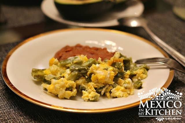 Easy & Quick recipe with Nopales (cactus paddles) Nopales with eggs.