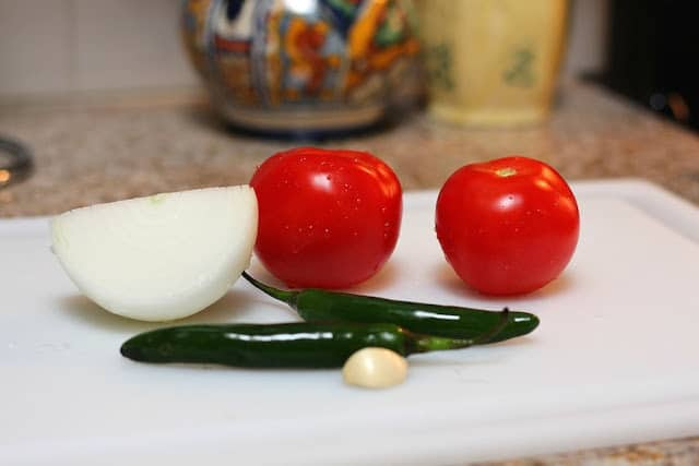 An step by step tutorial to make this delicious restaurant style salsa.